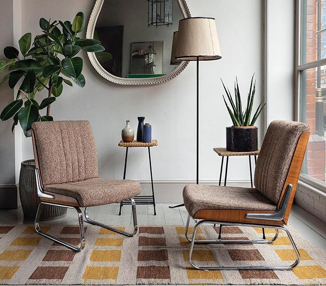 Style And Comfort We Re Likin This Pair Of 70s English Lounge