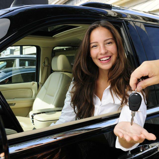 ¿No tienes seguro para tu auto y no sabes ni por dónde comenzar? No des más vueltas para conseguir la solución