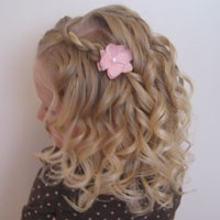 Wish I could get Evie's hair to do this for @casey_yingling's wedding