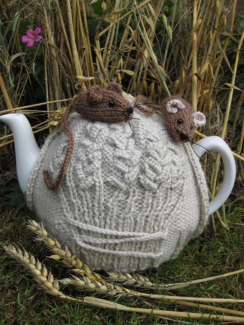 Ravelry: Harvest Mouse Tea Cosy pattern by Lindsay Mudd