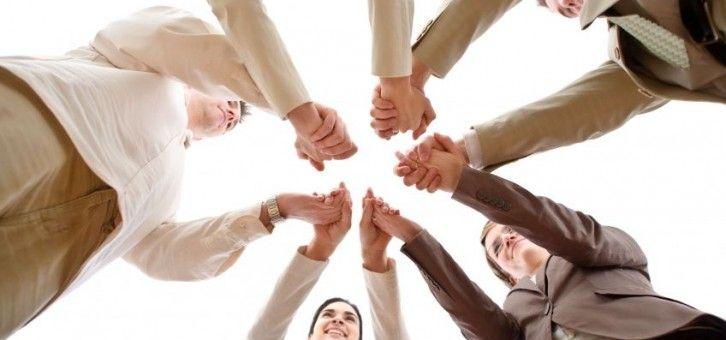 Başarılı ve mutlu bir hayatın sırrının iyi insanlar biriktirmek olduğuna inanıyorum. Özel hayatımızda paylaşım yaptığımız iyi insanlar, iş hayatımızda birlikte iş yaptığımız iyi insanlar... Biriktirmeye ve olana şükretmeye devam, hayırlı kandiller olsun :)  http://www.isikoren.com/189motivasyon/ #motivasyon #başarılı #başarı #mutlu #mutluluk