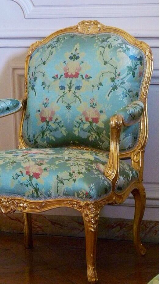 "Beautiful gilded French chair  "" LES LIAISONS DE MARIE ANTOINETTE : APPARTEMENT DE MADAME POMPADPOUR Reference : Taller y Medio """