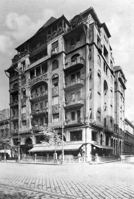 Rákóczi út - Csokonai utca sarok, Palace Hotel.