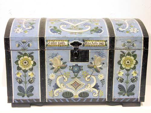 Amerikakiste fra ca 1850 - malt på Annanias Tveits verksted i Hegglandsdalen. Påmalt Esther Rolfsdatter Anno 1903 Merk uvanlige farger!!! Rosemaling os - Google-søk