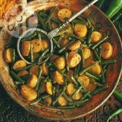 Zdjęcie do przepisu: Curry ziemniaczane z fasolką szparagową – danie indyjskie