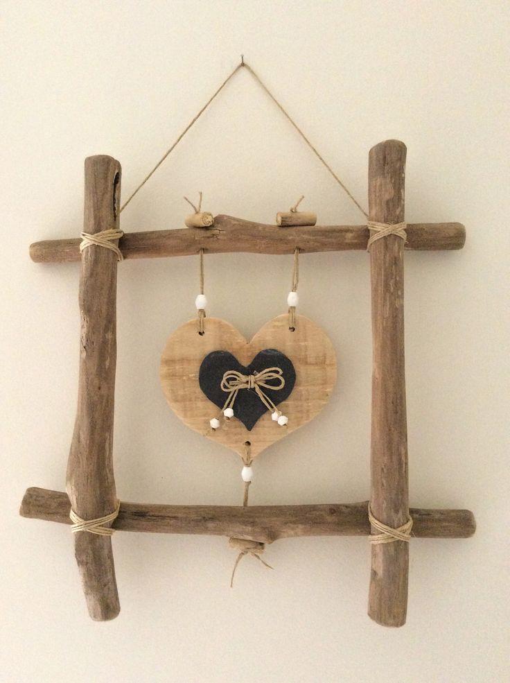 cadre en bois flott et coeur par l 39 atelier de corinne. Black Bedroom Furniture Sets. Home Design Ideas