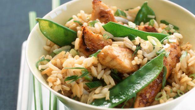 Asian Stir-Fry: Chicken, garlic, snow peas, scallions, ready rice, and stir-fry sauce! Easy!Asian Stirfry, Stir Fries, Asian Food, Noodles Food, Dinner Ideas, Peas Casseroles, Rice Noodles, Healthy Food, Snow Peas