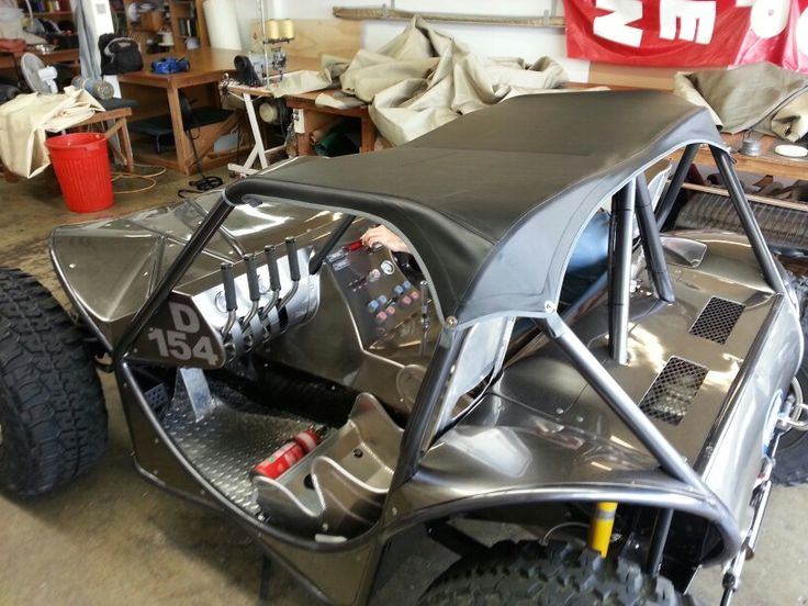 Snug PVC roof on an off-roader.  One hell of a beast this one. With airbag suspension and a huge V8