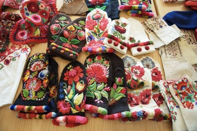 Now here is a terrific winter project - Hungarian embroidered mittens.