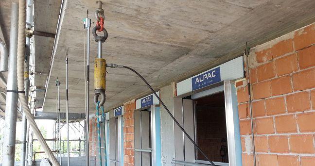 Prova di carico statico su una terrazzo in calcestruzzo armato, Bologna
