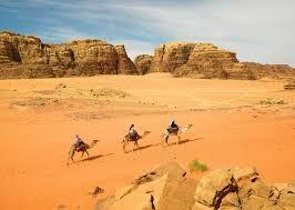 Paseo de camillo en Wadi Rum Jordania, famosa por Lawrence de arabia, Excursion a Wadi Rum en Jordania desde el puerto de Aqaba, el paisaje maravilloso del desierto de Wadi Rum y formaciones rocosas #wadi_rum_jordania #excursion_a_wadi_rum_de_Aqaba #wadi_rum-excursion http://www.maestroegypttours.com/sp/Excursiones-en-Tierra/Excursiones-del-puerto-de-Aqaba/Excursion-a-Wadi-Rum-del-puerto-de-Aqaba