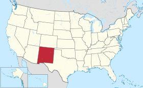 Carte des États-Unis avec le (en) New Mexico en rouge.Surnom«Land of Enchantment» (anglais) ou «Tierra de Encanto» (espagnol)En français: ««La terre de l'enchantement»»Devise«Crescit eundo»««Il croît en marchant» (il grandit de jour en jour)»