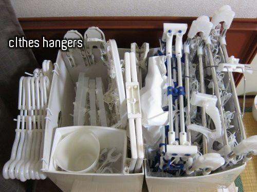 洗濯ハンガーの収納 - 続・真実は、いつも、少数派:::ネコと暮らすモノトーンインテリアのブログ
