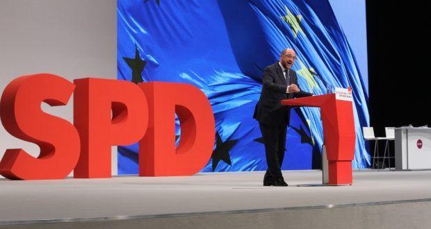 Eines ist klar: Schulz muss sowieso seinen Platz als EU-Parlamentspräident räumen, da käme ihm so ein Pöstchen sehr recht. In der EU geht es für Schulz nicht mehr weiter nach oben. Aber SPD-Vorsitzender und Kanzlerkanditat, das hätte was für den ehemailgen Buchhändler aus Würselen. Es gibt einige in der SPD, die einen Kanzlerkanditaten Gabriel verhindern wollen.