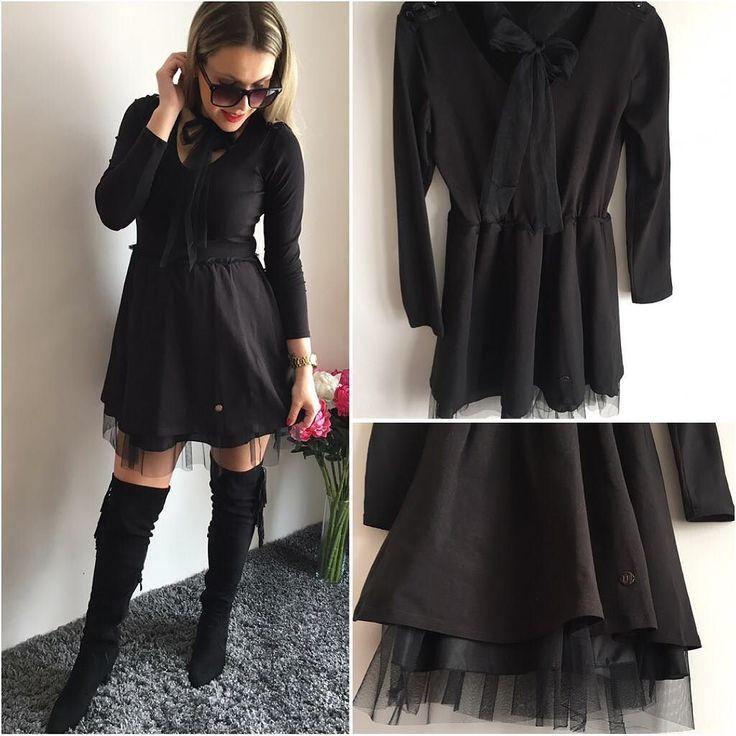 Opäť máme aktuálne tieto jedinečné šaty Lorrie  s prišitým tylovým náhrdelníkomktorý si uviazeš podľa svojho gusta suknička je viacvrstvová podšitá tylom -krásne si drží svoj tvar Materiálje elastický pohodlný na dotyk príjemný... veľkosť 36-S IHNEĎ K ODBERU 2490 #blackdress#allblack#fashion