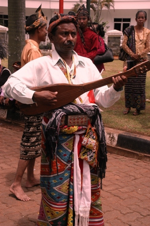 Leko Boko is instrument similar to that of the Hawaiian Ukelele made of timber and forest pumpkin. As strings made from animal intestines, Kuskus. This people from Nusa Tenggara Timur, Indonesia.