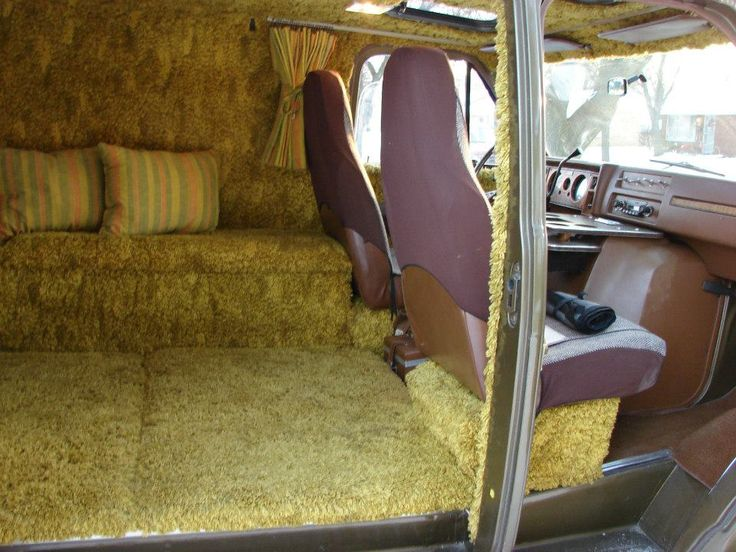 SHAGGIN WAGONS CUSTOMIZED VANS OF THE 70S