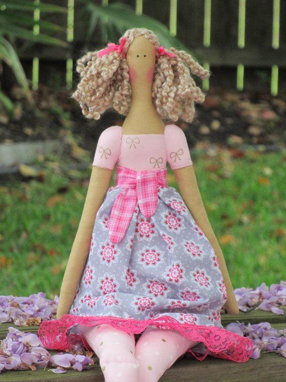 Handmade rag doll fabric doll blonde cloth #tilda #tildadoll #ragdoll #clothdoll #fabricdoll #doll #handmadedoll #pinkgray #pinkdoll #softie #plush #plushie #plushdoll #happydollsbylesya by HappyDollsByLesya