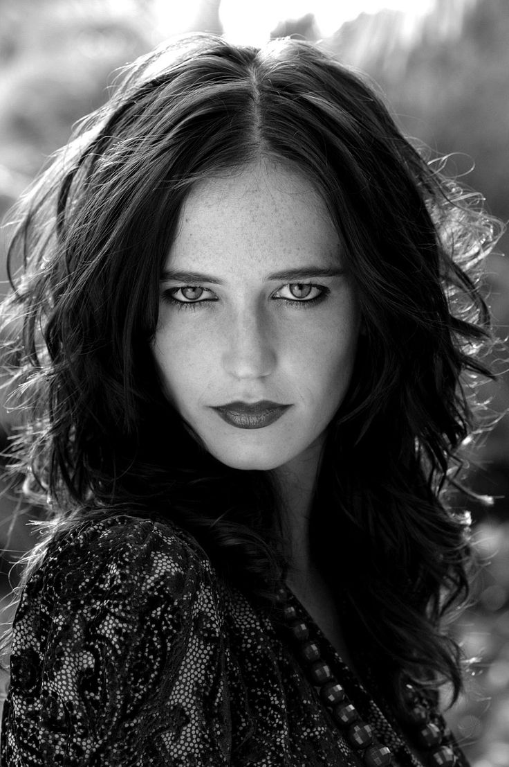 Eva Green: the money <I think she is beautiful. What do you think?>