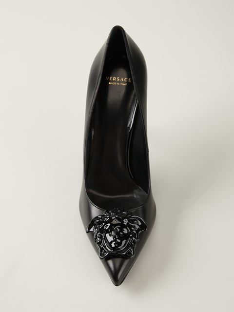 http://www.farfetch.com/mx/shopping/women/versace-zapatos-de-tacon-con-medusa-item-10955374.aspx?storeid=9446
