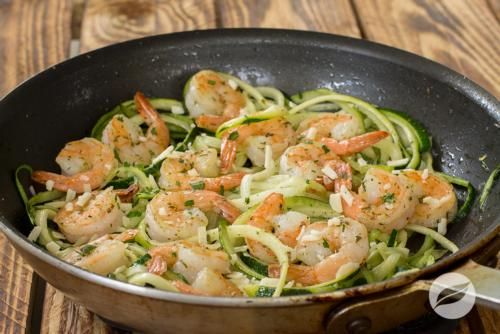 Wildtree's Shrimp Scampi ZoodlesRecipe. Because who doesn't love zoodles! Buy Wildtree products here: www.mywildtree.com/katiecopenhagen