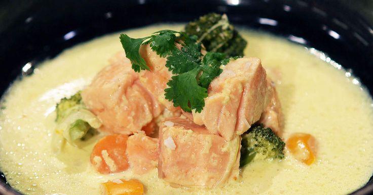 Thaigryta med kokosmjölk, lax och gul curry | Recept från Köket.se