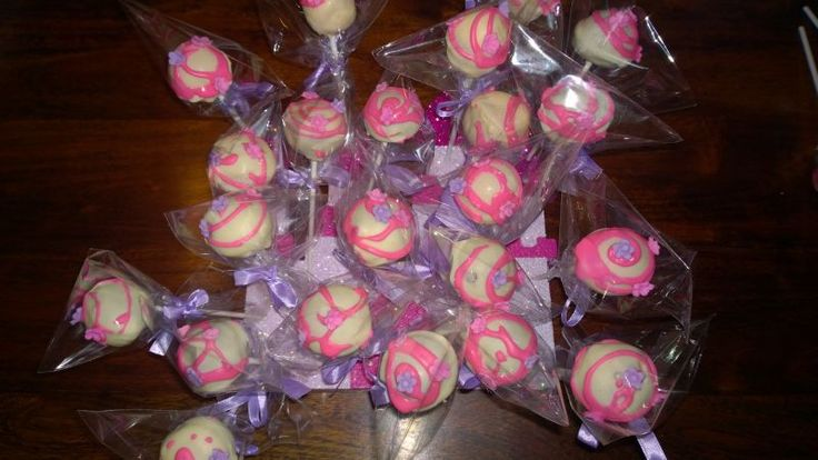 My first attempt at making cake pops, client called and asked if I make them and response was of course.. Not !  not bad for first attempt