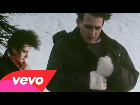 The Cure performing Pictures Of You, Polydor Ltd. 1993 http://www.thecure.com/