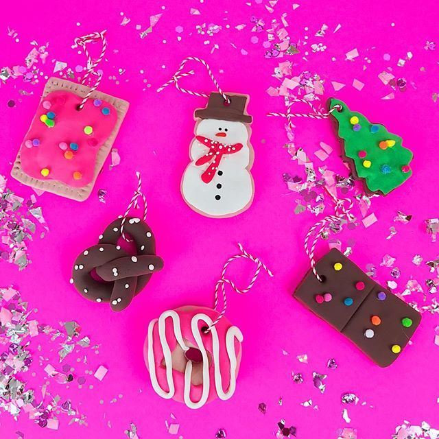 DIY Junk food ornaments inspired by ! I think my favorites are the Christmas tree cosmic brownie & the donut of course 🎄🍩 Christmas Colors, Christmas Themes, Christmas Tree Ornaments, Christmas Holidays, Christmas Decorations, Xmas, Cosmic Brownies, Hipster Art, Winter Parties