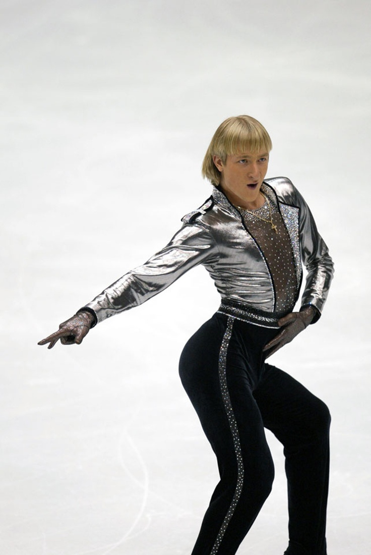 Plushenko withdraws from skating dresses