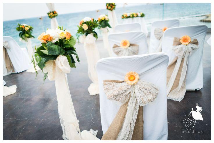 Beautiful orange and white wedding flowers!