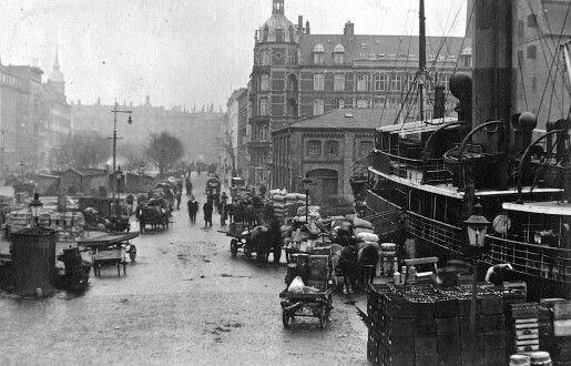 Kvæsthusbroen med Sankt Annæ Plads i baggrunden 1915-1920