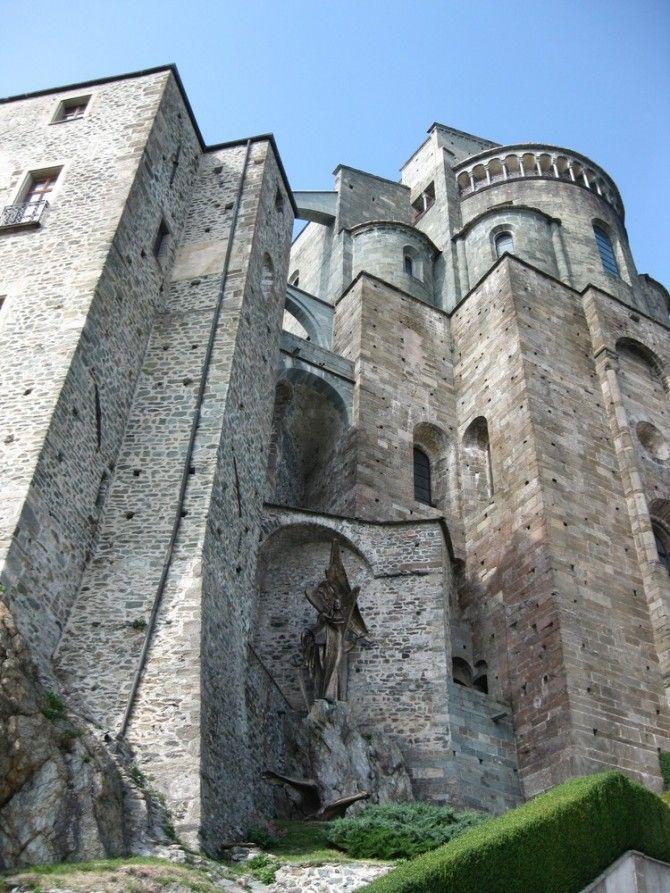 Sacra di San Michele, Epoca: X secolo Stile:Romanico Gotico Luogo: Susa, Torino