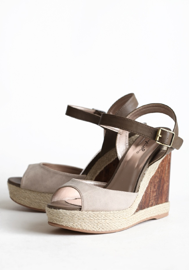 Hampton Travels Wooden WedgeSummer Style, Pads Footbed, Hampton Travel, Travel Wooden, Leatherette Wedges, Wooden Heels, Adjustable Ankle, Wooden Wedges, Woven Details