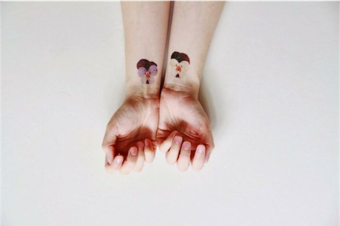 Tatouage rose ou tatouage pivoine faux tatouage violet