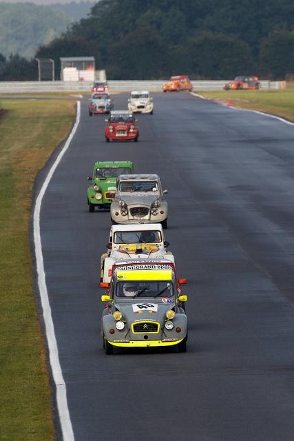 Citroen 2CV 24 hour Race 2012 • citroen 2CV    http://www.pinterest.com/adisavoiaditrev/boards/