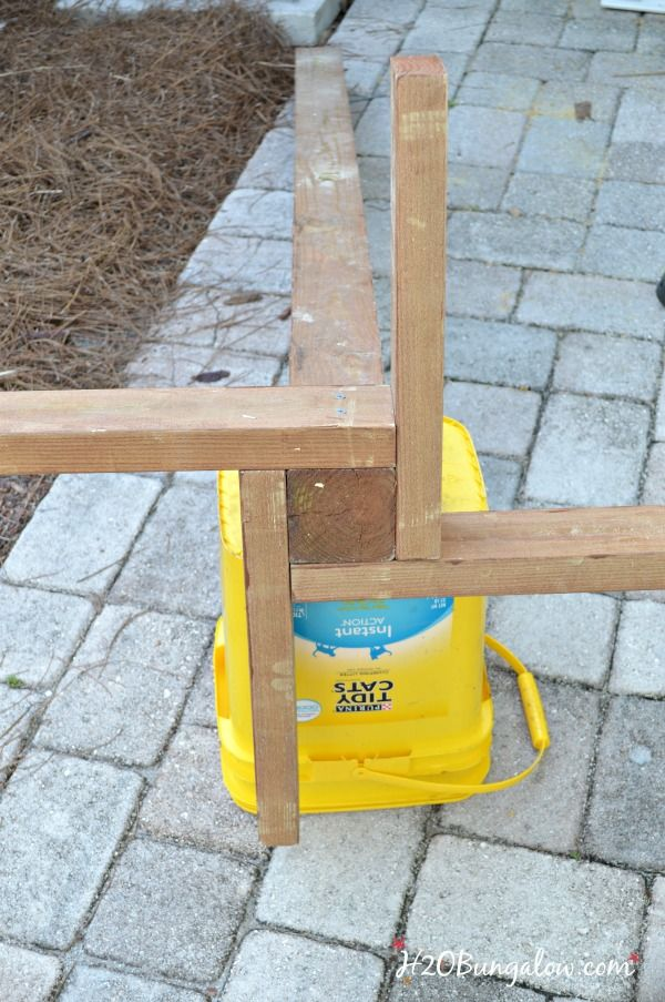 Tutorial to make a DIY outdoor standing towel rack with 3 options for all building levels. Sturdy DIY drying rack and beach towel holder for pool or beach.