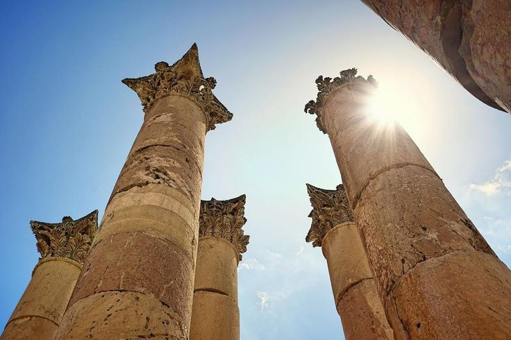 Jerash, one of the best-preserved province cities of the Roman Empire outside of Italy is one of many amazing things Jordan has to offer. 🇯🇴 Ruins dating back to the Neolithic Age, indicating human occupation dating back 6500 years, have been found and excavations continue today.