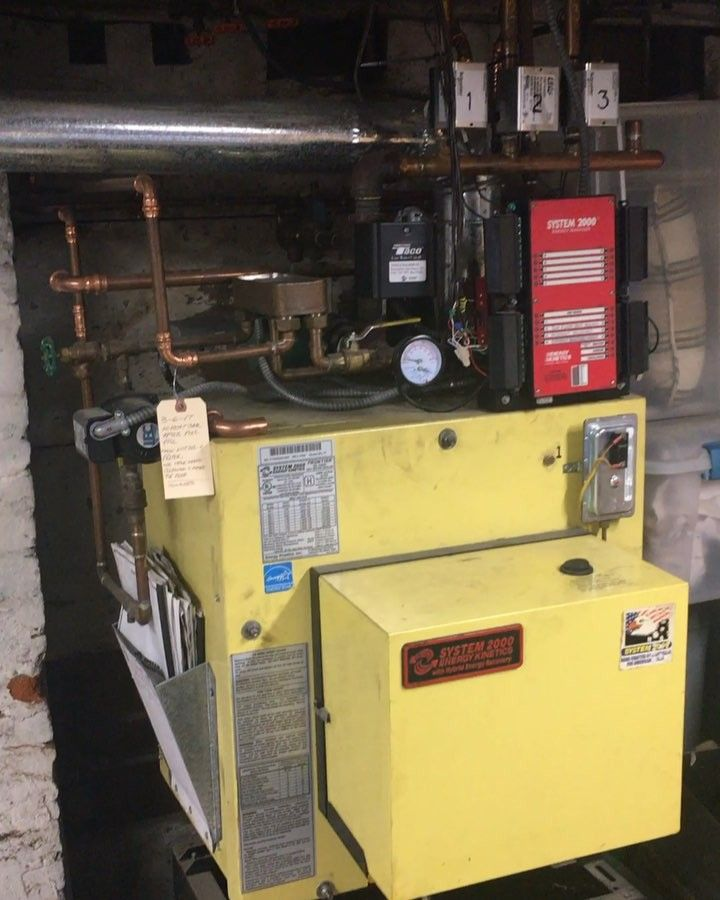 Sometimes you gotta retro fit an older boiler to add zones of heat.... in this case we had to repipe and restore this System 2000 oil fired boiler to its old efficient self!!! Leme know what you think and tell me about your recent job with A lack of space! #plumbing #heating #system2000 #boiler #boilerroom #radiant #plumeria #contractor #constructionworker #workflow #worker #piping #weekend #worldplumbers