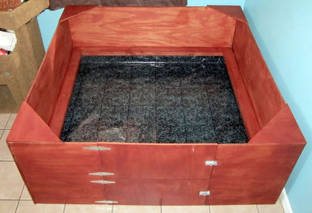 welping box with easy clean floors. yeah yeah