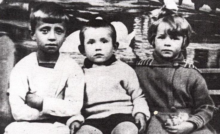 Жизнь самого переводимого в мире русского поэта Сергея Есенина оборвалась в 30 лет. Слишком рано, чтобы успеть воспитать и обеспечить всех своих 4 детей...