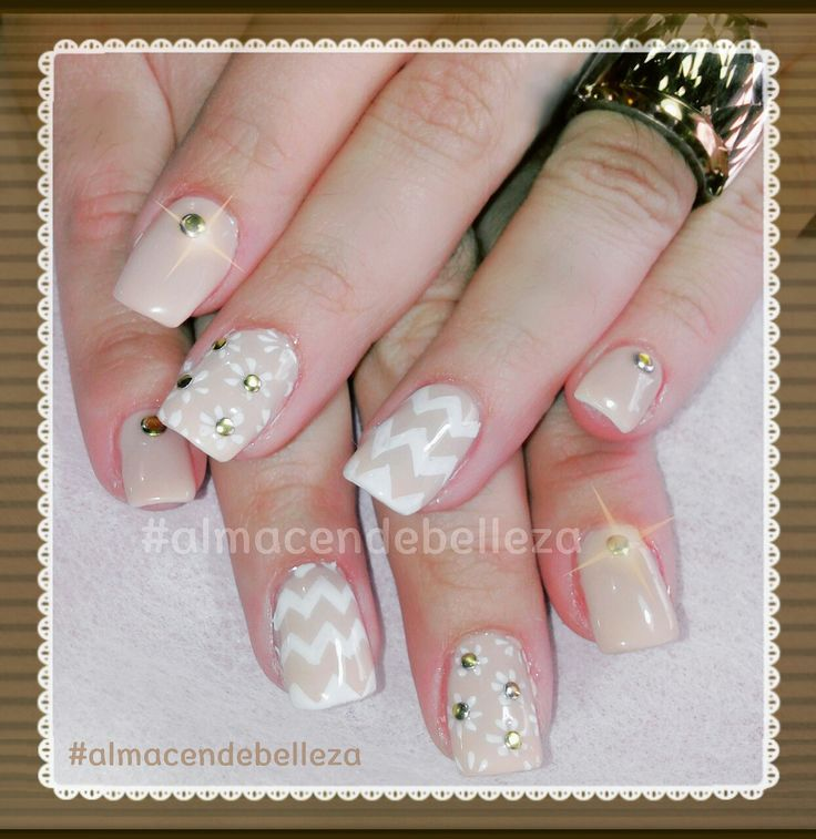 Nude nails by Almacen de Belleza