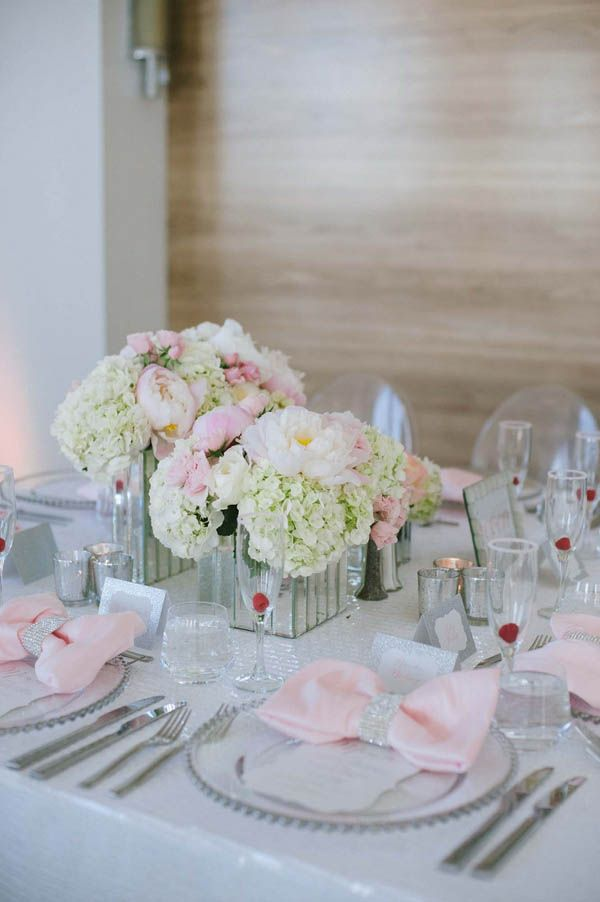 Modern pink and white wedding reception (Margot Landen Photography)