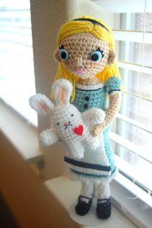Alice's White Rabbit Crochet Pattern (free)