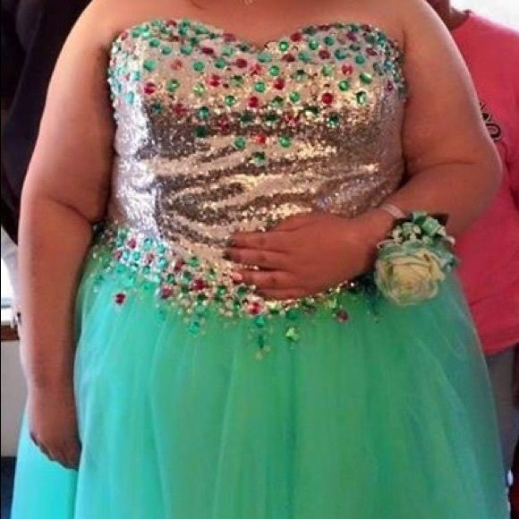 Plus size corset prom dress Beautiful corset prom dress. Worn one time. Bought for over 300. Dresses Strapless