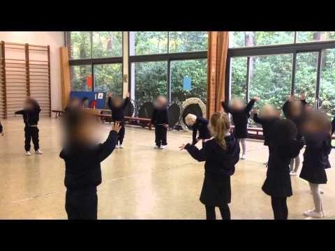 Kopie van Peuterschrijfdans 6 kriebelbladeren - YouTube