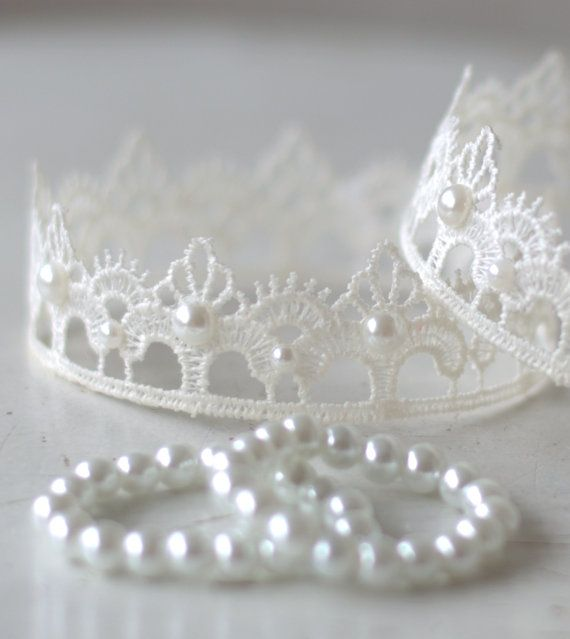 Ready To Ship Newborn Lace Crown and Pearl Bracelet Set.  Baby Crown and Bracelet Set. Newborn White Lace Crown. Photography Prop. UK SELLER