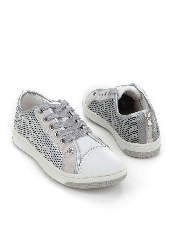 Geox sneaker  Description: GEOX meisjes sneakers in het zilver en wit. Deze meisjesschoenen hebben een uitneembaar leren voetbed.  Price: 44.95  Meer informatie