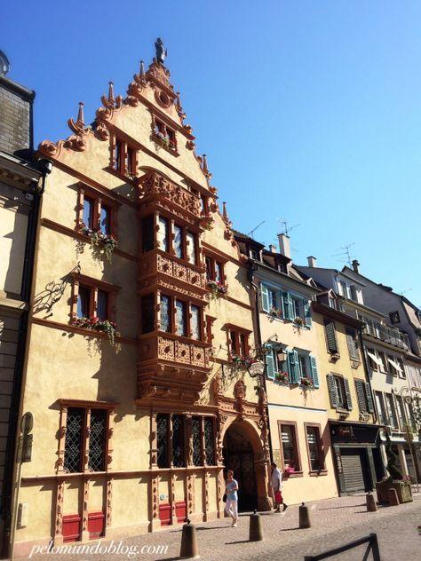 Colmar é outra cidade encantadora da região da Alsace, na França. Assim como Strasbourg, Colmar também fica na fronteira com a Alemanha. A história da cidade começa no ano de 823, quando o Rei do Império Romano Germânico, Luís I, doou parte do lugar para a igreja de Frankfurt.