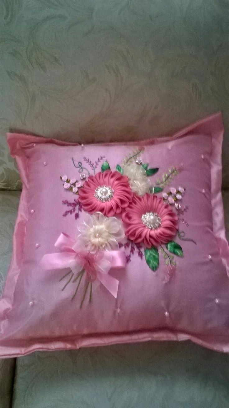1248 best Cushions, pillows images on Pinterest   Appliques ...